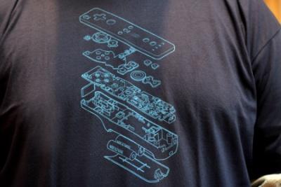 wii-remote-t-shirt-2
