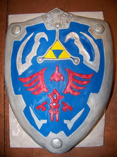 legend-of-zelda-shield-cake