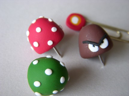 super-mario-bros-pushpins-clips