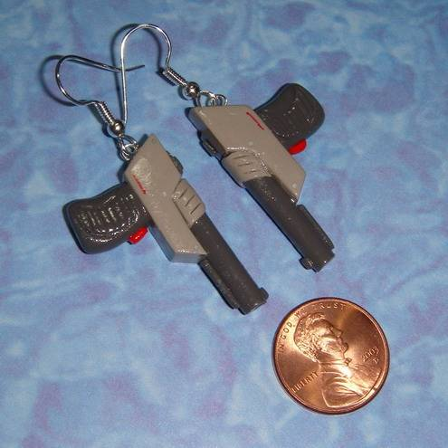 nintendo gun zapper earrings2